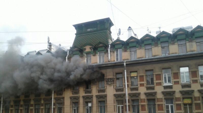 Спасатели потушили огонь в петербургском доме, где жил Маяковский и Брик. доходный дом, коммуналка, пожар, Петербург