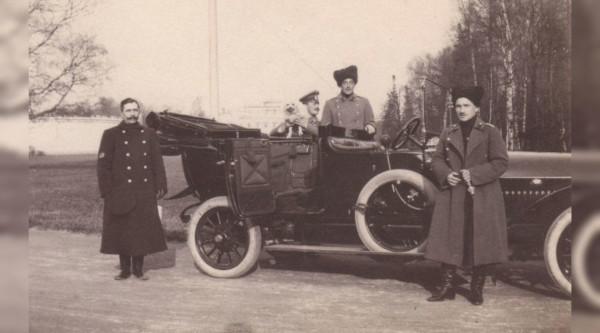 В Крыму при ремонте крыши казначейства нашли фотографии Николая II. 14963.jpeg