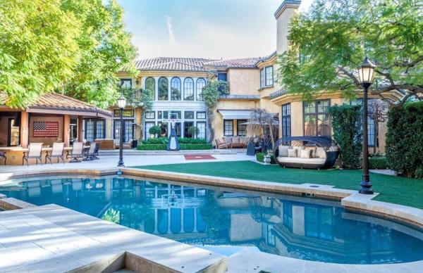 Звезда Голливуда Чарли Шин вынужден продать свой особняк для вечеринок со скидкой $1,5 млн. 14974.jpeg