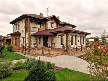 Декоративная отделка фасада загородного дома