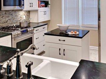 Как правильно обустроить маленькую кухню