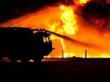 Пожарным удалось спасти 25 человек из горящей квартиры в Москве