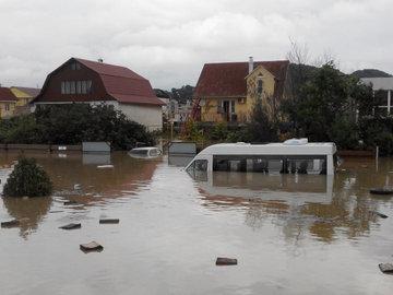В результате ливней в Сочи затопило жилые дома 5300 человек