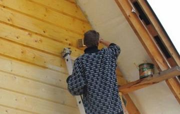 Чем лучше покрасить снаружи деревянный дом