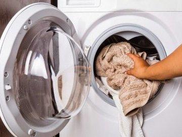 Как правильно стирать вещи, чтобы они не теряли форму и цвет