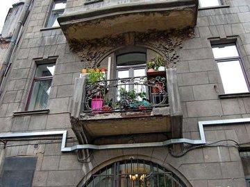В Петербурге выявили 16 тысяч аварийных балконов