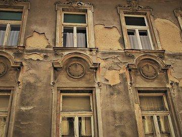 В Госдуме предложили переселять жильцов аварийных домов в частный сектор