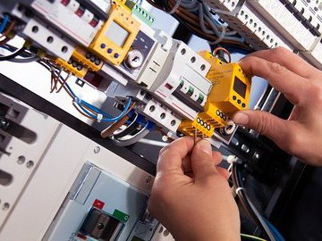 В России хотят ввести плановые проверки электропроводки в квартирах