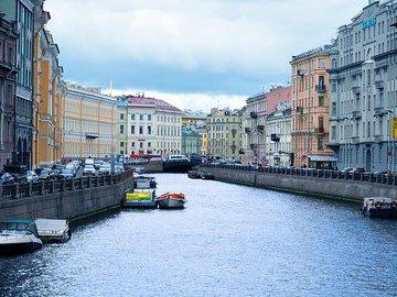 В Петербурге уже полгода растёт спрос на апартаменты