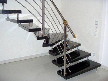 Установка лестницы на второй этаж своими руками
