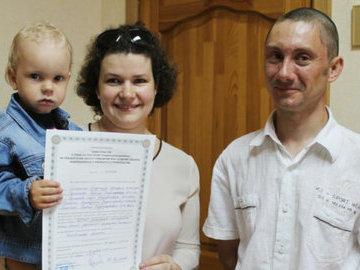 В Невинномысске  вручили жилищные сертификаты 21 молодой семье