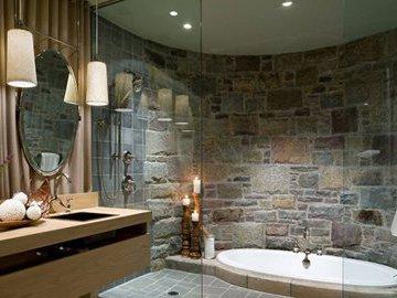 Как украсить камнем ванную комнату