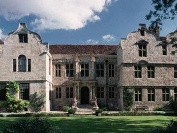 В Англии выставлен на продажу дом с привидениями