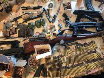 Мужчина устроил в своей квартире мастерскую по переделке оружия