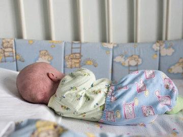 В Саратове мать бросила новорожденного ребенка одного в квартире