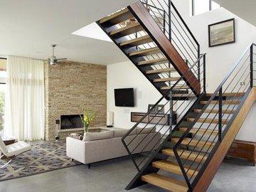 Лестница в частном доме: какую выбрать