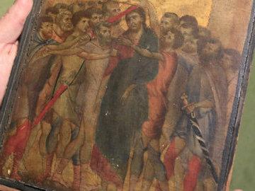 Над кухонной плитой у француженки нашли подлинный шедевр XIII века