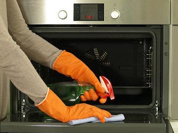 Как быстро и эффективно отмыть духовку от жира?