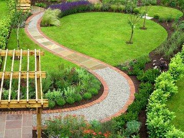 Как не утонуть в своем саду в период дождей: прокладываем дорожки