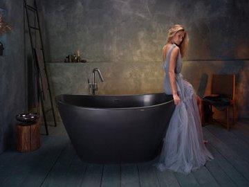 """Девушка сделала ванну из гаража: помогли советы в """"Инстаграме"""""""