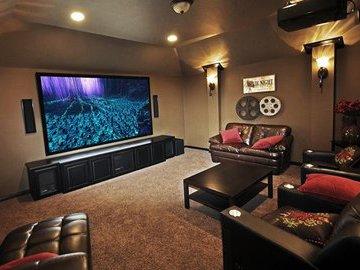 Реальная история: кинотеатр в подвале собственного дома