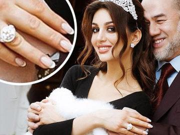 """""""Мисс Москва"""" продала обручальное кольцо от экс-короля Малайзии из-за нужды"""