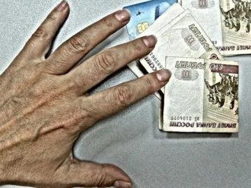Лжекоммунальщики украли у пенсионерки 90 тысяч рублей
