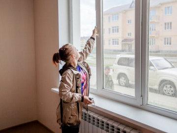 За год очередь детей-сирот на жилье увеличилась на 12 тысяч человек